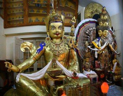 "Guru Rinopcze, Padmasambhava- ""Zrodzony z Lotosu"""