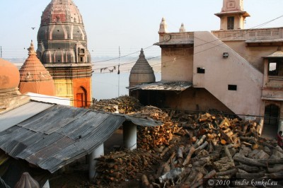 Ponad Burning Ghat- drewno do kremacji